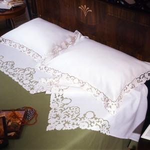http://www.cappellinistore.com/14-thickbox/intaglio-thread-bedsheet-in-pure-linen.jpg