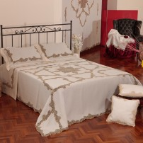Cantù Bedcover in Pure Linen